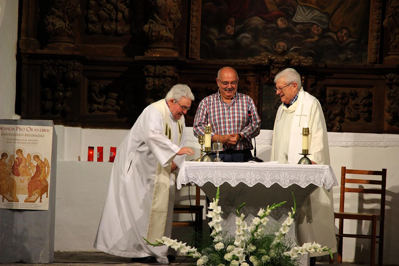 trinitateak mendaro apaizak