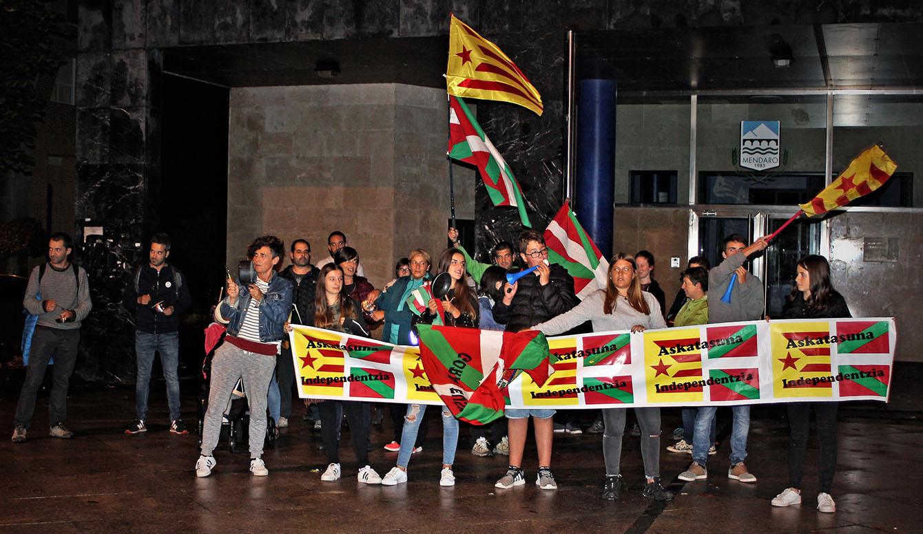 katalunia mendaro elkarretaratzea